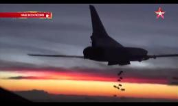 201115 @Телеканал ЗВЕЗДА RuAF Tu-22M3 bomber dropping bombs.jpg