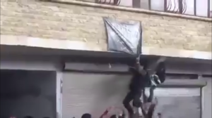 150316 @SOHR Removal of a JAN flag during protests in Ma'arat al-Nu'man